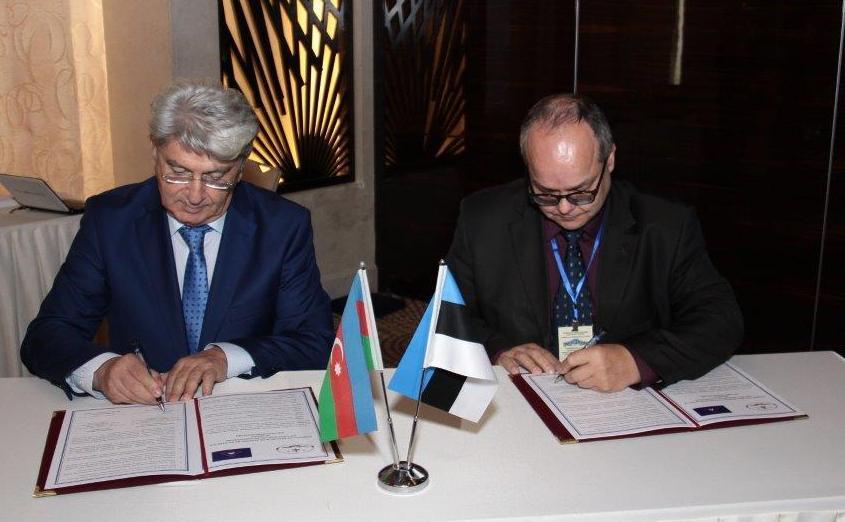 Sergei Tšistjakov ning CAAR-i esindaja Vahid Novzurov allkirjastamas koostöölepet